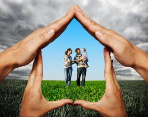 une famille souscrit une assurance-vie