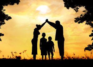 famille prenant une hypothèque sur sa maison